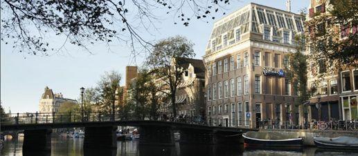 Radisson-Blu-Hotel-canal-view-compressor